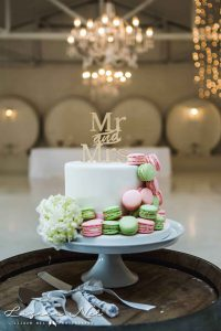 Groenrivier, white wedding cake with macarons, Elecia and Louis