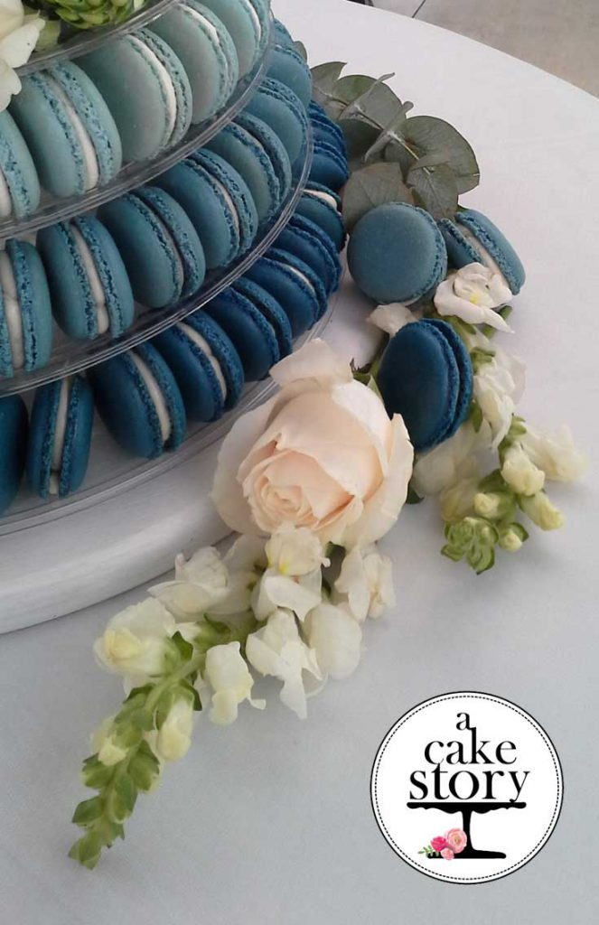 Blue Bay Lodge, blue macarons