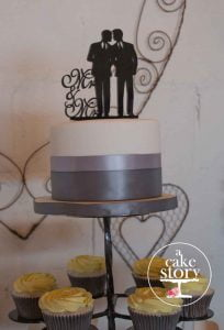 Sea Trader, St. Helena Bay wedding, white and grey cake