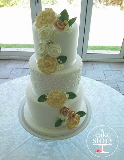 Blue Bay Lodge, Saldanha Bay wedding, vintage wedding cake with roses