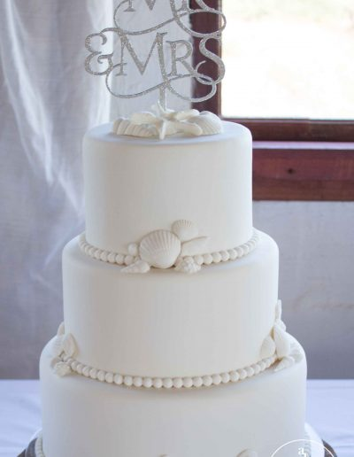 Boesmanland Plaaskombuis, beach wedding, white on white wedding cake