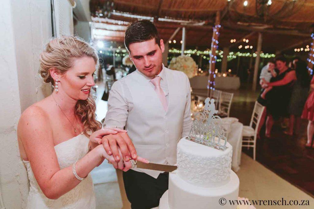 Sea Trader, St. Helena Bay, beach wedding, cutting the cake